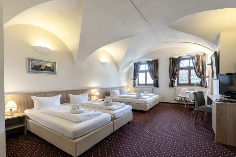 Alter Wirt Weyarn Four-Bed Room